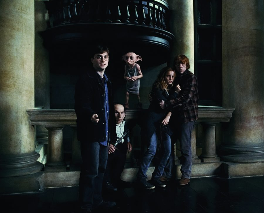 %28L-r%29+DANIEL+RADCLIFFE+as+Harry+Potter%3B+WARWICK+DAVIS+as+Griphook%3B+Dobby%2C+voiced+by+TOBY+JONES%3B+EMMA+WATSON+as+Hermione+Granger%3B+and+RUPERT+GRINT+as+Ron+Weasley+in+Warner+Bros.+Pictures%E2%80%99+fantasy+adventure+%E2%80%9CHARRY+POTTER+AND+THE+DEATHLY+HALLOWS+%E2%80%93+PART+1%2C%E2%80%9D+a+Warner+Bros.+Pictures+release.+++