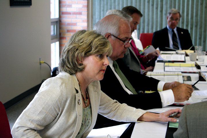 The UNA board of trustees discusses the $19 credit hour increase on Monday.