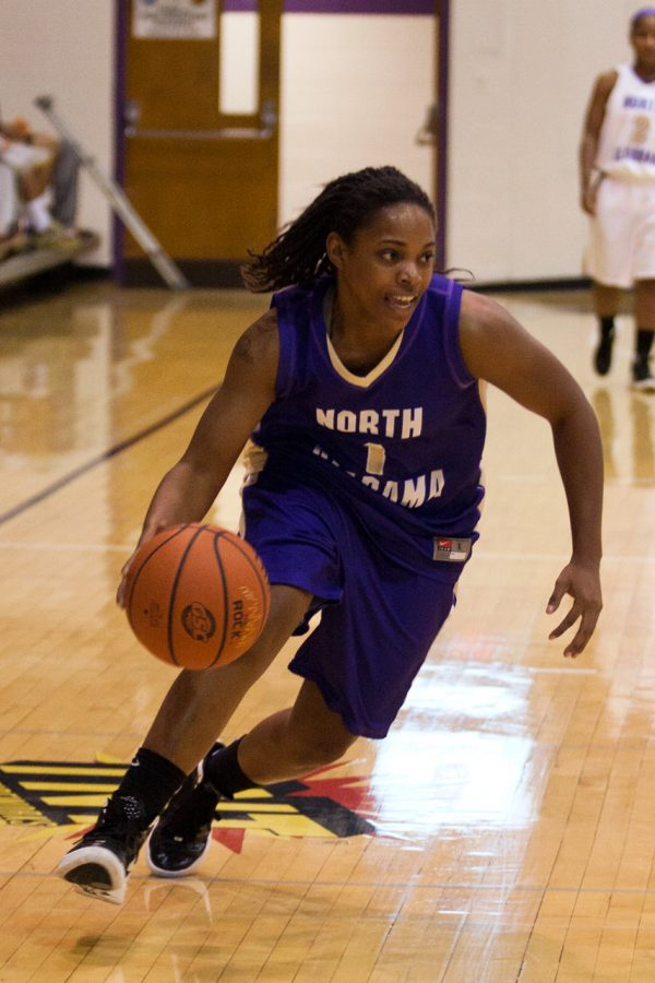 Senior+guard+Jasmine+Horne+pushes+the+ball+down+the+court+during%0Athe+purple+and+white+game.%0A
