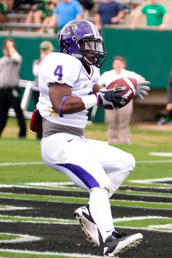 Senior+running+back+Antwan+Ivey+races+into+the+endzone+to+give%0Athe+Lions+an+early+lead+against+Delta+State.+Despite+the+score%2C+the%0ALions+were+unable+to+stop+the+Statesmen%E2%80%99s+offensive+attack.%0A