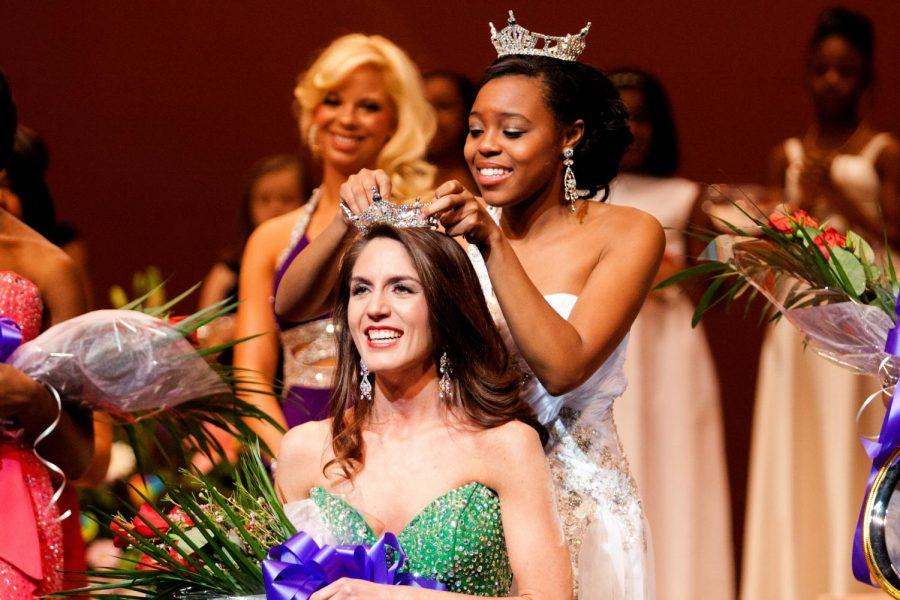 Anne+Marie+Hall+is+crowned+Miss+UNA+2012+at+Norton+Auditorium%0AJan.+28.+%0A