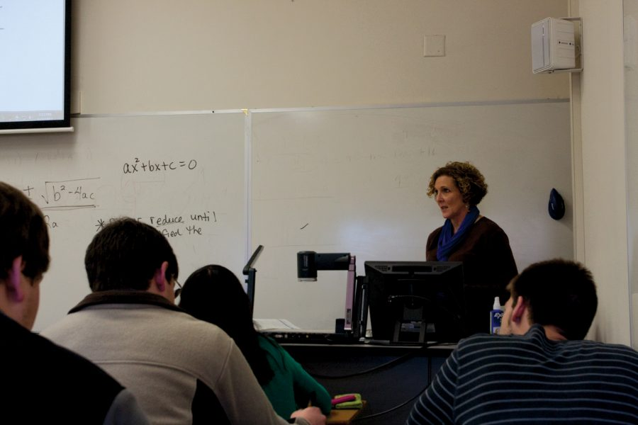 UNA+math+instructor+Karen+Driskell+teaches+a+lesson+on+quadratic%0Aequations+to+her+students+during+an+algebra+class.%0A