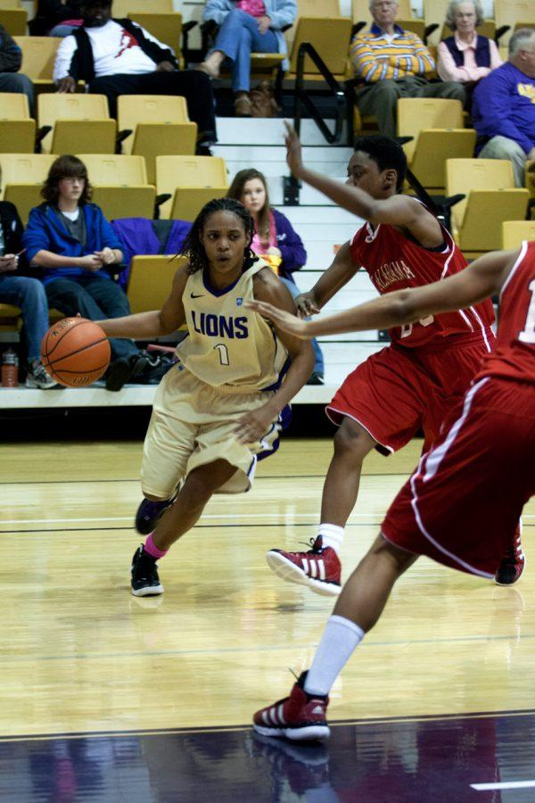 %0ASenior+guard+Jasmine+Horne+makes+a+drive+to+the+goal+against+West+Alabama.+She+and+the+Lions+will+play+rival+UAH+Feb.+25.%0A