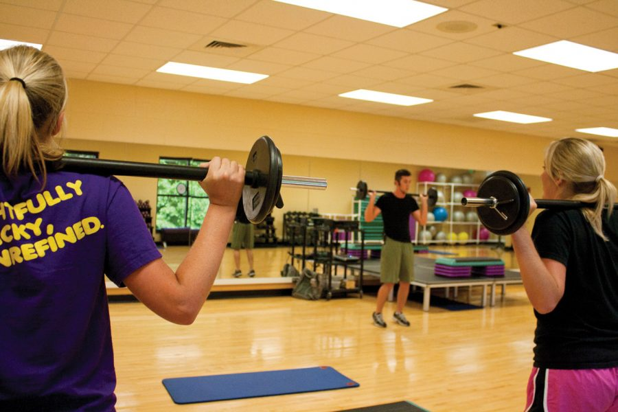 Group+Excercise+Instructor+Andrew+Jones+teaches+students+in+the+weekly+X90+class+in+the+Student+Recreation+Center+on+campus.%0A