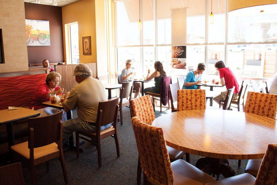 Patrons+eat+lunch+in+Panera+Bread+Co.+on+Cox+Creek+Pkwy.+Panera+Bread%2C+Publix+Supermarkets%2C+Gander+Mountain+and+Ross+Clothing+are+among+a+few+businesses+that+have+recently+decided+to+call+Florence+home.%0A