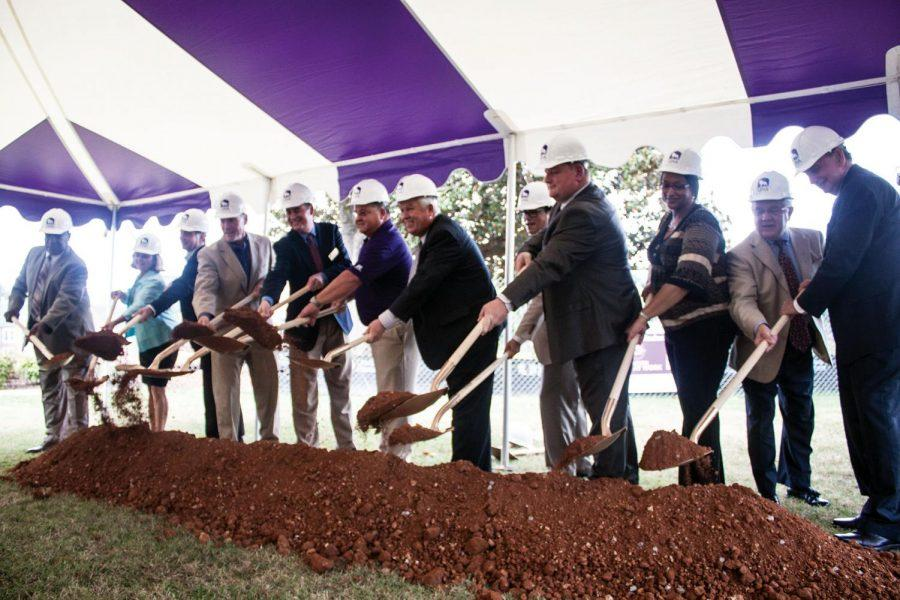 Officials+perform+a+ground+breaking+ceremony+on+the+Rogers+Hall+lawn+Friday%2C+Aug.+31.+The+Academic+and+Student+Commons+Building+is+scheduled+to+be+completed+in+fall+of+2013.%0A