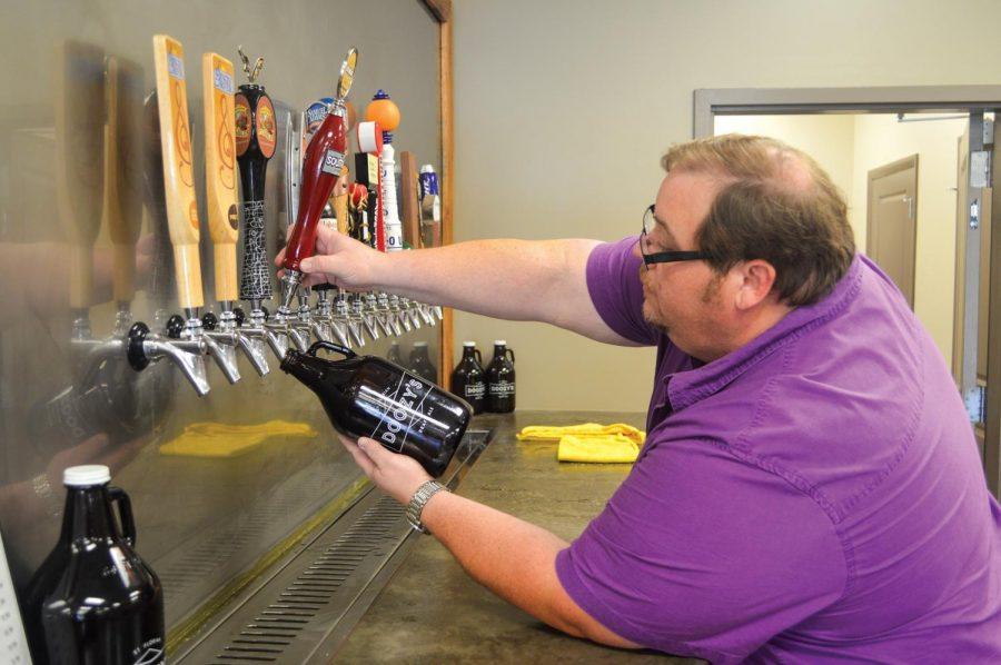 Doozy%27s+employee+Ben+Andrews+fills+a+%27growler%27+with+draft+beer.