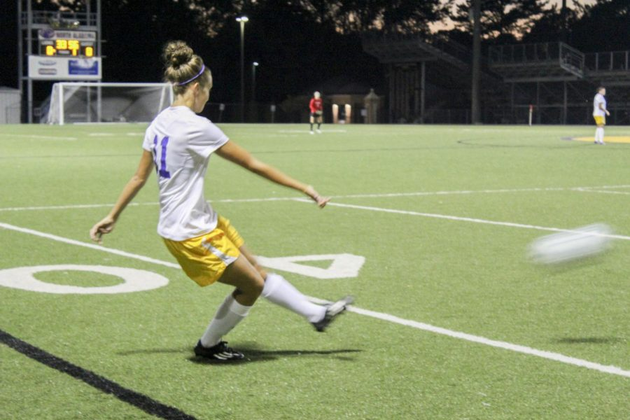 Junior+forward+Chloe+Richards+makes+a+pass+against+Shorter+University+Sept.+24.+Richards+leads+the+Gulf+South+Conference+in+goals+with+13.