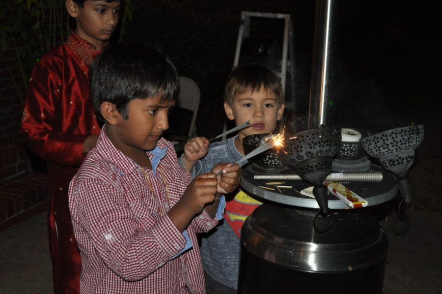 Children+light+sparklers+at+Diwali+Celebration.