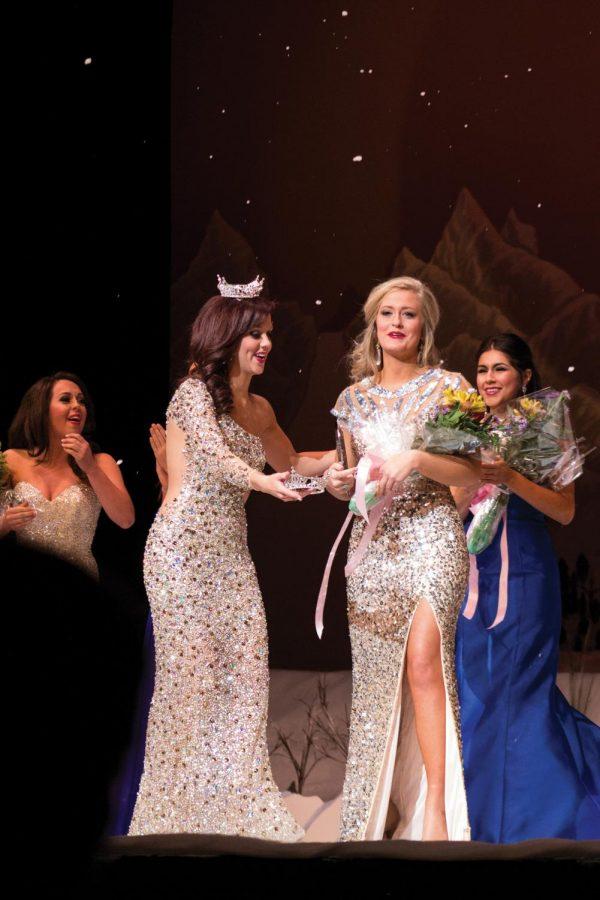 Miss+UNA+2014+Erica+Kelly+crowns+junior+Rachel+Wammack+Jan.+22+in+Norton+Auditorium.