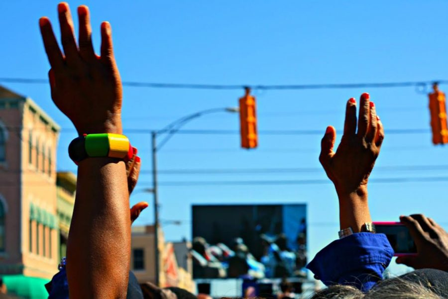 Hands+raise+in+remembrance+of+the+Selma+to+Montgomery+March+50+years+ago.+%E2%80%9CIt%E2%80%99s+a+part+of+our+history%2C+not+just+in+the+U.S.+but+globally%2C%E2%80%9D+said+Scottie+Hunter%2C+news+anchor+and+reporter+for+WVAS+radio+in+Montgomery.