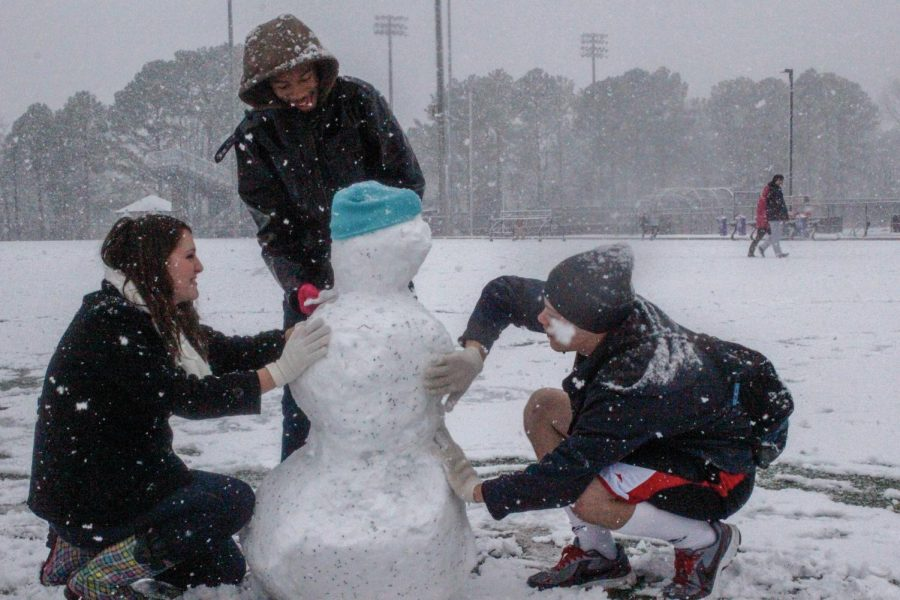 Allison+Tucker%2C+Austin+Meadows%2C+and+Frankie+Miller+build+a+snow+man.%C2%A0