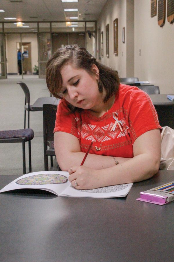 Shiloh+Shelton+coloring+in+the+second+floor+of+the+GUC.+She+is+a+student+who+colors+for+relaxation.