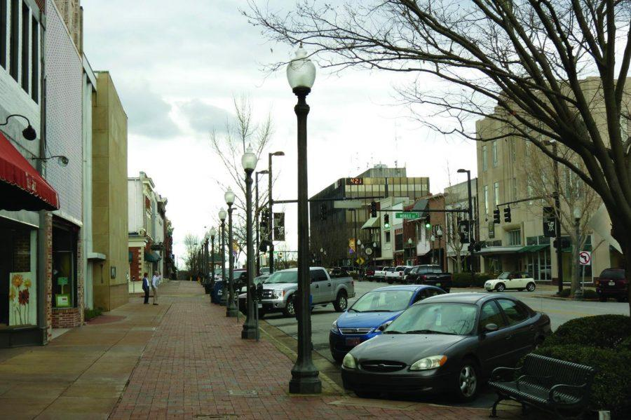 Downtown+Florence+is+a+main+attraction+for+the+Shoals+area.+Students+like+senior+Willie+Bland+are+%E2%80%9Ccomfortable+in+the+Shoals+area%2C%E2%80%9D+while+others%2C+like+junior+Ryan+Quinn%2C+want+to+%E2%80%9Cexperience+the+world+and+see+what+new+things+I+can+see.%E2%80%9D