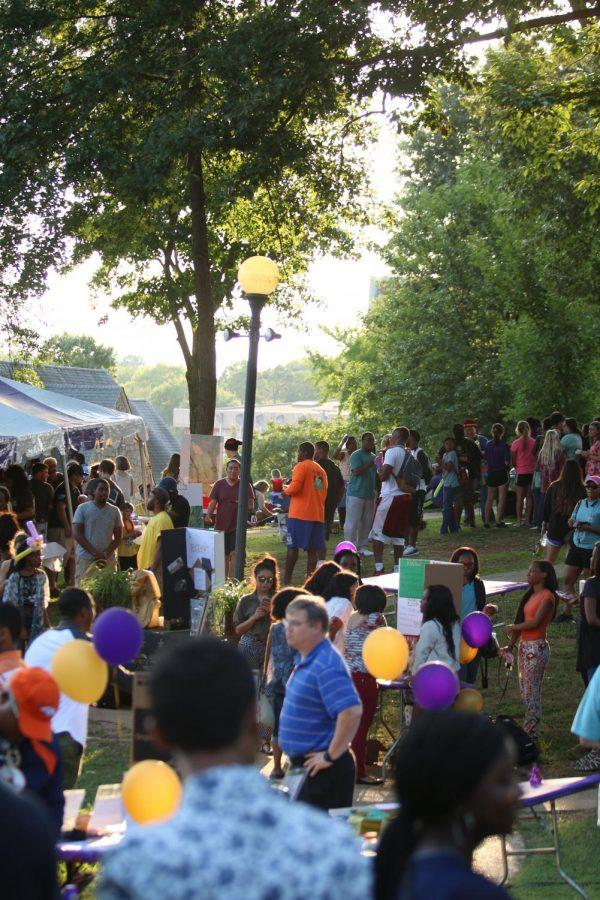 The+crowd+at+Culture+Fest+2015+enjoys+free+food%2C+performances+and+learning+about+other+cultures.