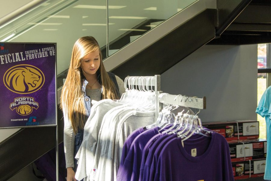 Freshman+Sierra+Hill+browses+the+T-shirts+at+the+University+Bookstore+in+the+Commons.+She+said+she+is+looking+for+a+specific+shirt+as+a+gift+for+a+family+member.