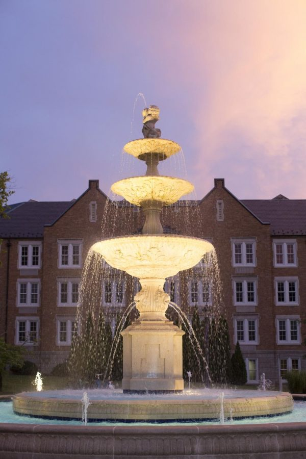 The+Laura+Harrison+Fountain+has+been+part+of+UNA%E2%80%99s+campus+since+2002.+The+Student+Government+Association+is+hosting+a+fountain+lighting+ceremony+March+21+at+7+p.m.+Donald+and+Laura+Harrison%2C+who+donated+the+funds+for+the+fountain%2C+will+be+there+to+turn+on+the+fountain%E2%80%99s+lights+and+water.