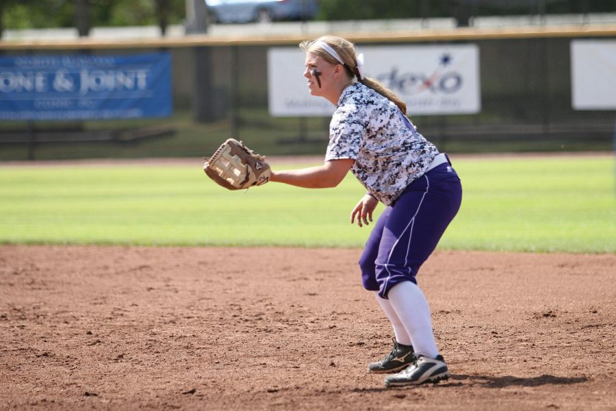 Senior+second+baseman+Madeline+Lee+prepares+to+field+a+ground+ball+April+16+vs.+Union+University.+The+Lions+%2846-5%2C+30-3+Gulf+South+Conference%29+will+host+the+GSC+tournament+April+28-30+at+the+UNA+Softball+Complex.