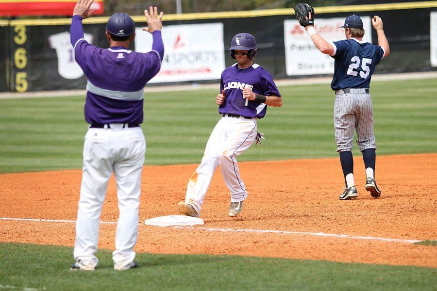 Senior+second+baseman+Kyle+Crabtree+trots+into+third+base+in+UNA%27s+5-4+extra-inning+victory+over+Mississippi+College+April+10+at+Mike+Lane+Field.+UNA+completed+the+series+sweep+of+the+Choctaws%2C+winning+a+double+header+April+9.