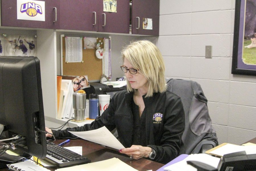 Flowers+Hall+Administrative+Assistant+Peggy+Wingo+completes+paperwork+for+UNA+Athletics+in+her+Flowers+Hall+office+April+6.+Wingo+is+a+full-time+worker+in+the+athletics+department%2C+but+also+is+working+on+finishing+her+accounting+degree.