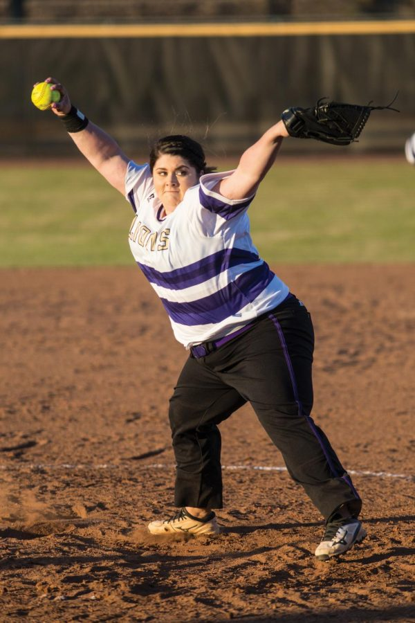 Junior+pitcher+Raven+Cole+throws+a+pitch+against+Gulf+South+Conference+foe+Valdosta+State+Feb+12.+UNA%27s+softball+team+broke+a+multitude+of+school+records+in+the+2016+season.
