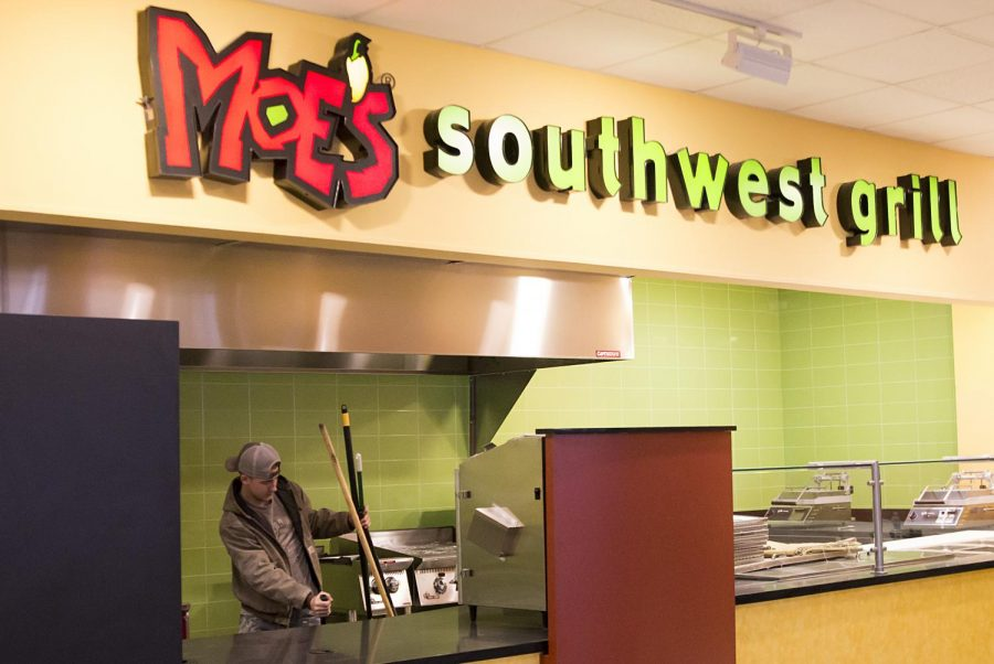 Taylor+Cross+helps+get+Moe%27s+Southwest+Grill+ready+for+the+opening.+The+restaurant+will+open+to+students+on+Thursday%2C+Jan.+26.