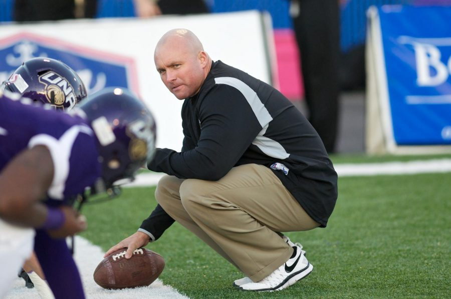 New+North+Alabama+defensive+coordinator+Brett+Borden+preparing+pregame+drills+during+his+tenure+as+defensive+line+coach+for+the+Lions+2012-13.+Borden+also+played+linebacker+at+UNA+from+2004-05.