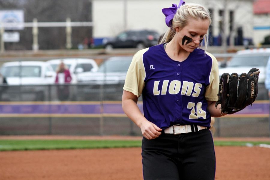 North+Alabama+freshman+utility+player+Hannah+Shollenberger+returns+to+the+diamond+in+the+Lions%E2%80%99+home+game+against+Southern+Indiana+Feb.+14.+Shollenberger%2C+who+has+started+nearly+every+game+at+third+base%2C+has+worked+her+way+into+the+starting+lineup+as+a+walk-on+freshman.