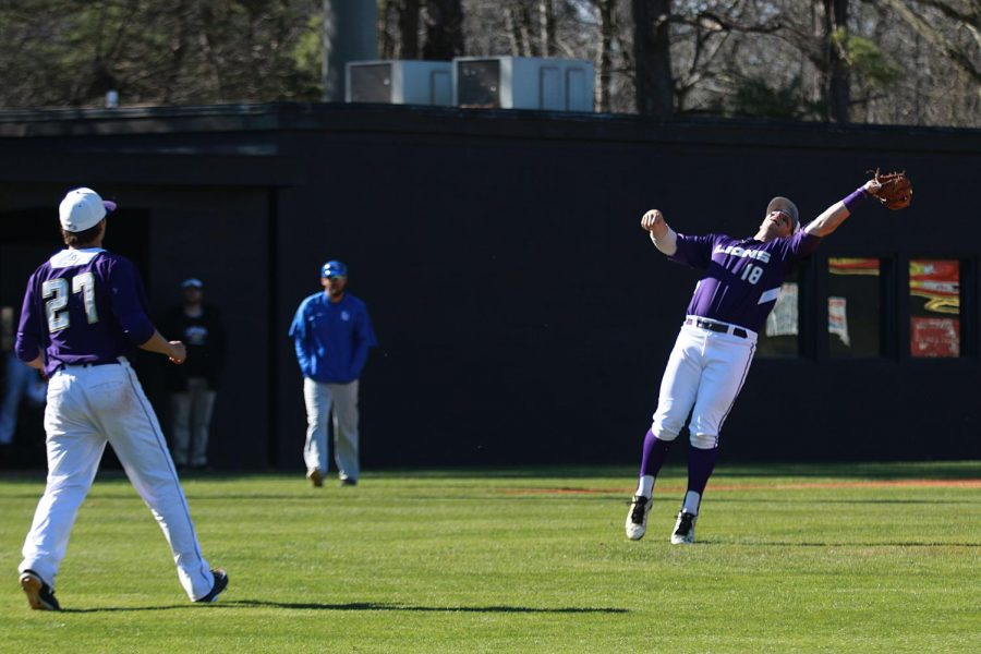 North+Alabama+won+the+series+over+Shorter+behind+two+wins+in+Saturday%27s+doubleheader.+Junior+infielder+Kyle+Hubbuch+catches+a+pop+up+in+Sunday%27s+Game+3+loss+against+Shorter.