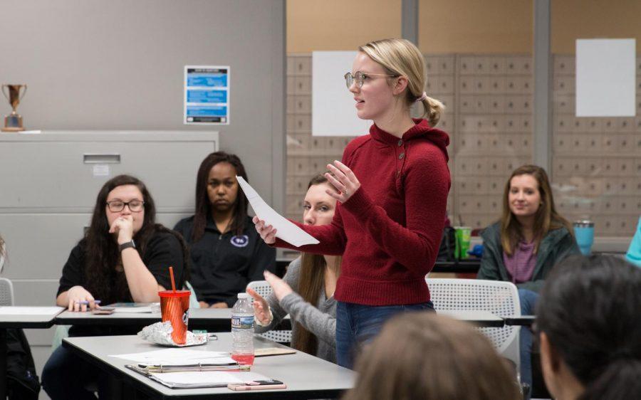 Holly+Dunbar%2C+head+of+freshman+forum%2C+presented+her+report+Jan.+17.