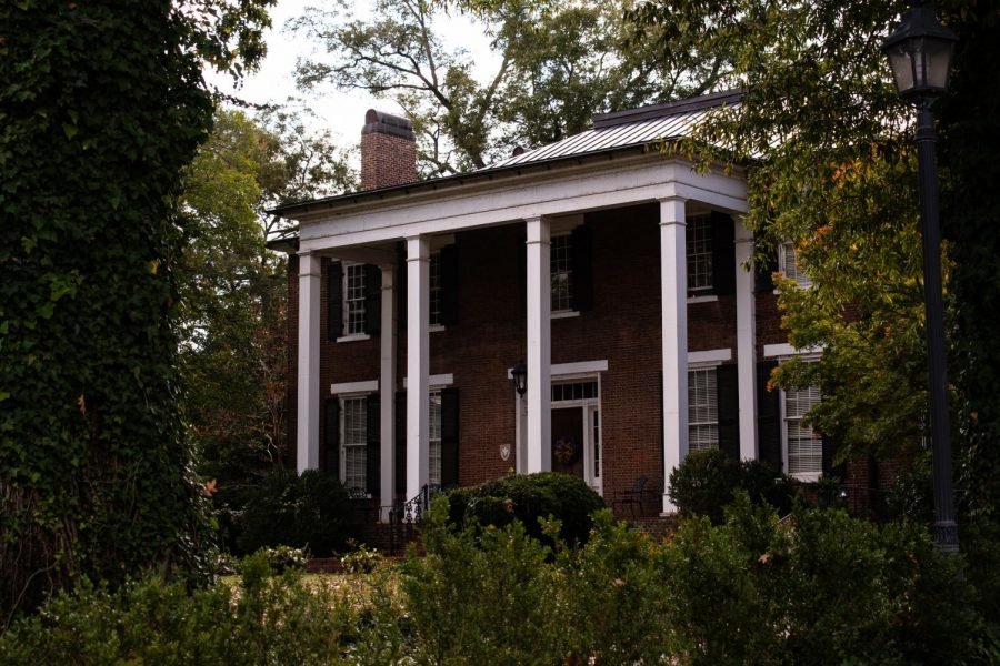 Members+of+the+LaGrange+Society+give+tours+of+the+University+to+prospective+students.+The+Office+of+Admissions%2C+located+in+Coby+Hall%2C+is+home+to+the+LaGrange+Society.+